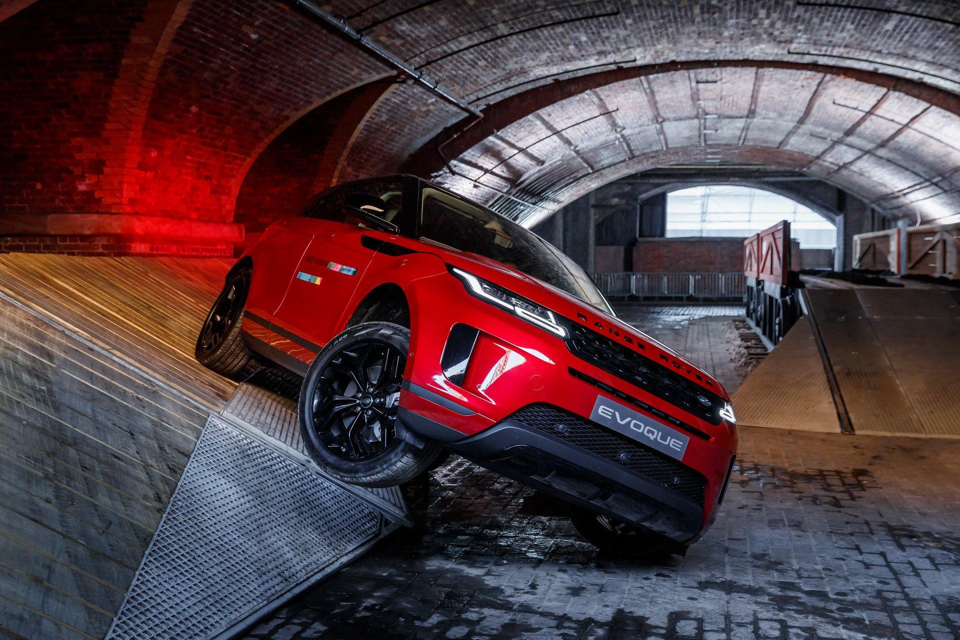 Land Rover a anuntat preturile noului Range Rover Evoque. Cat costa SUV-ul in Romania