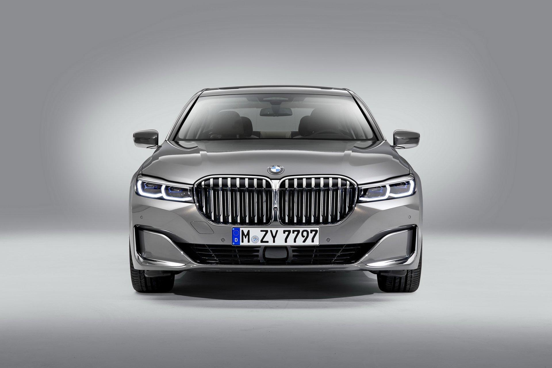 Noul BMW Seria 7 are o grila cu 40% mai mare pentru ca toata lumea sa te vada si sa iti faca loc in trafic