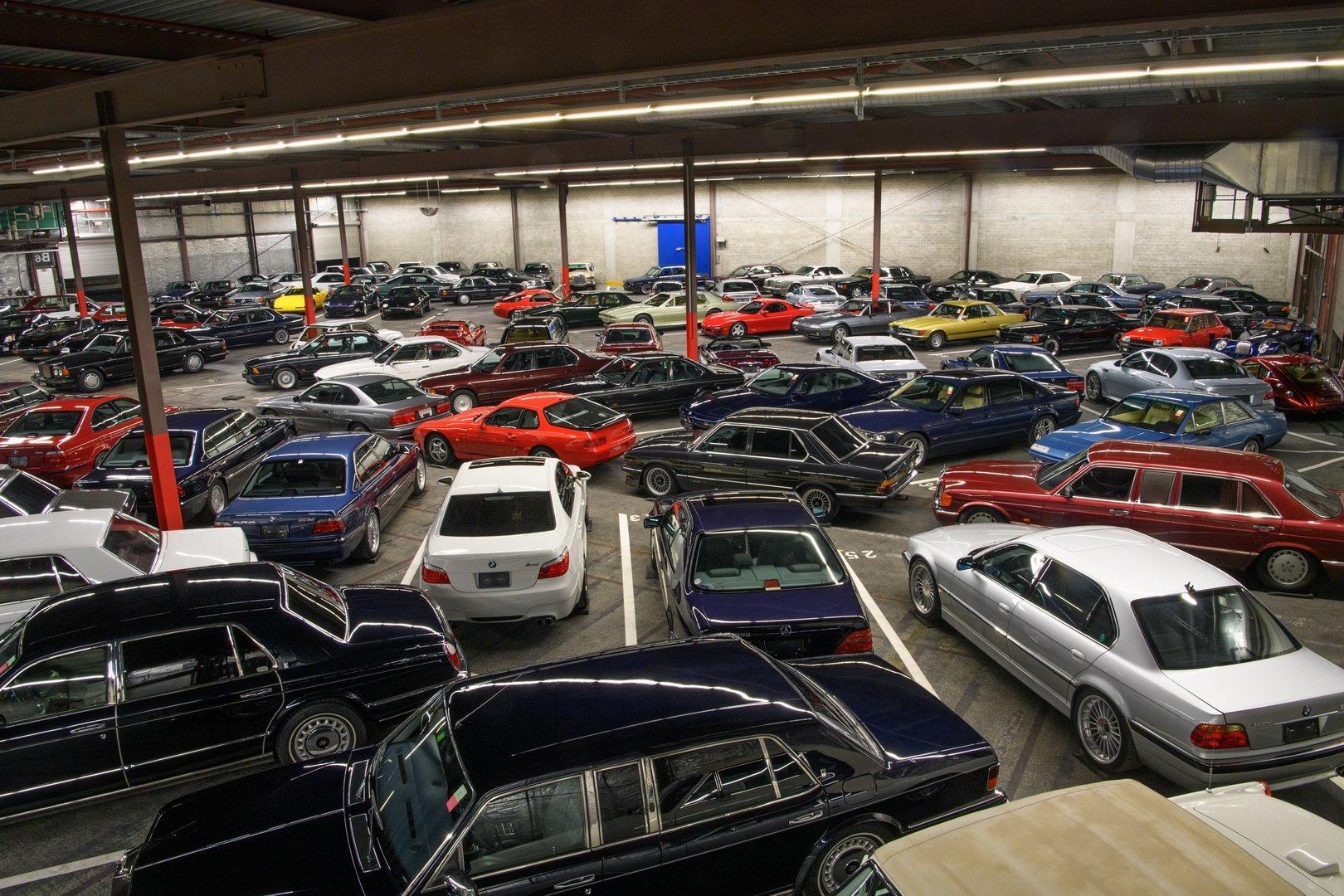 Wow, ce mai colectie! Trei Alpina E38, un Mercedes cu motor de sapte litri si alte zeci de masini clasice
