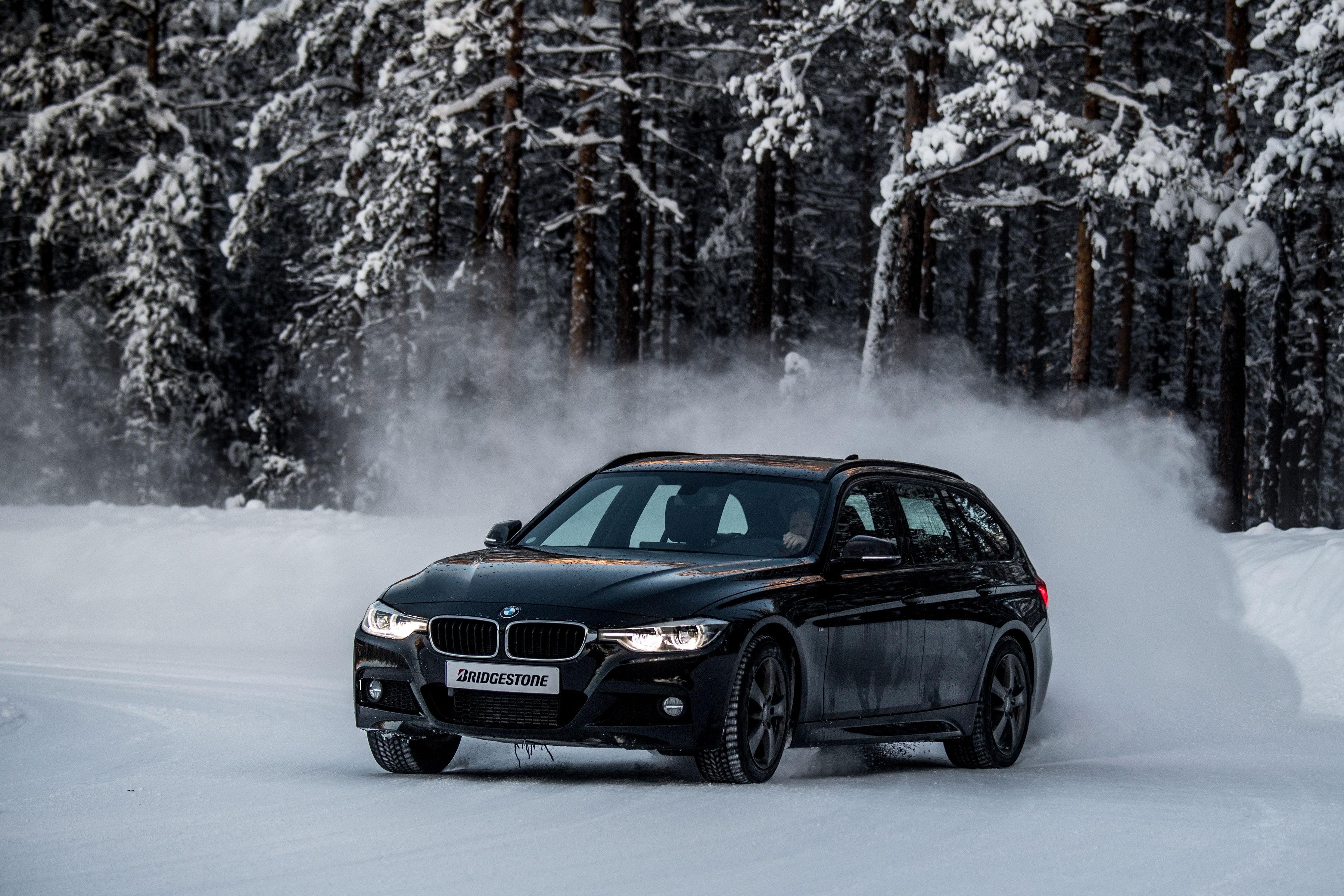Noile anvelope de iarna Blizzak LM005 de la Bridgestone le ofera conducatorilor auto incredere pe drum