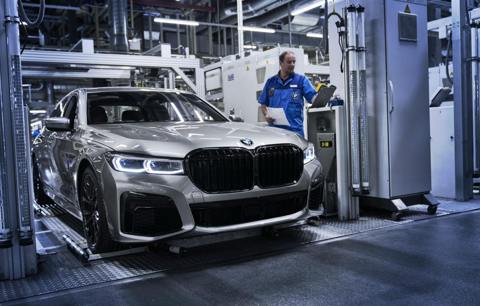 Noul BMW Seria 7 facelift a intrat pe linia de productie a uzinei din Dingolfing