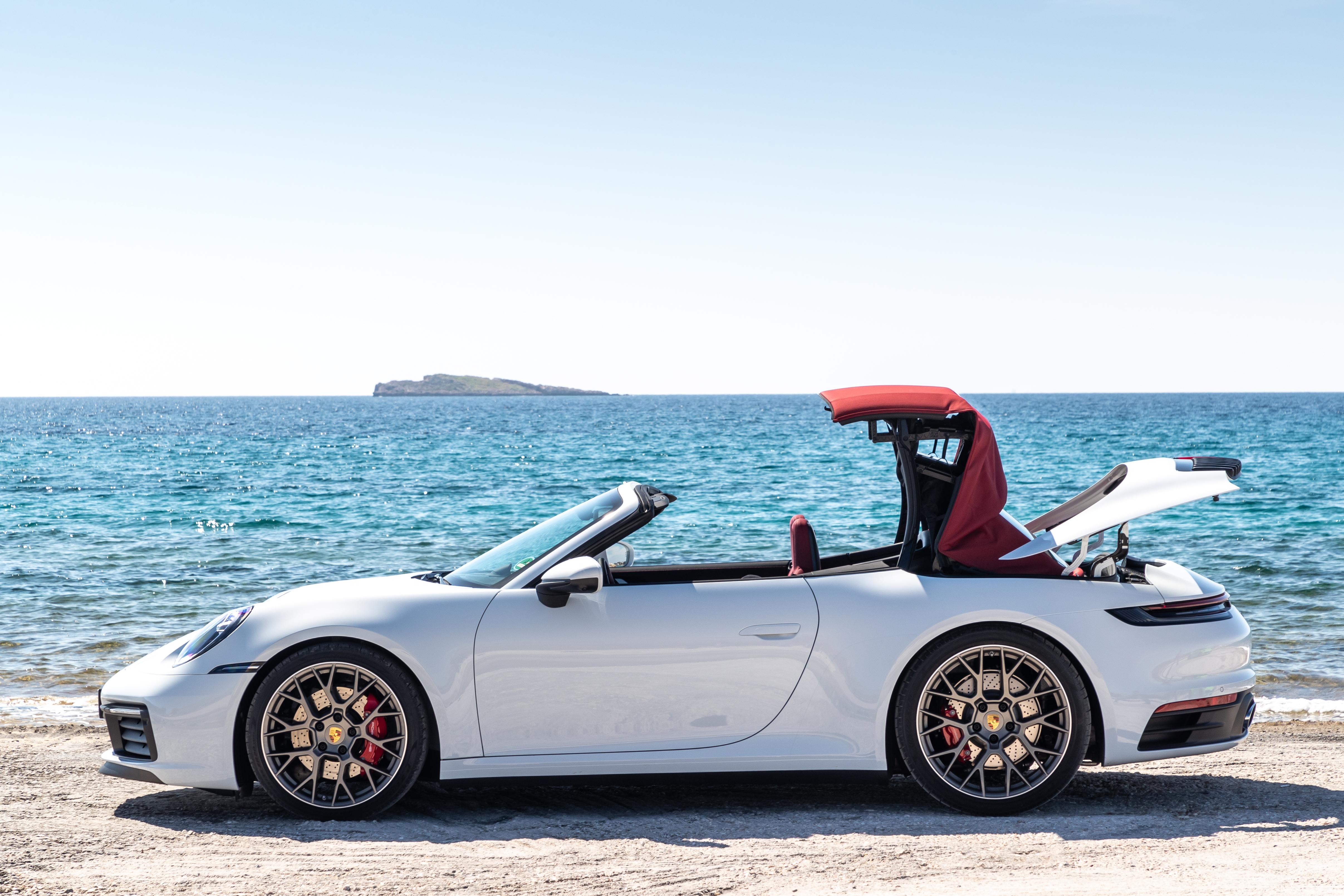 Tehnologie de varf pentru plafonul noului Porsche 911 Carrera Cabriolet