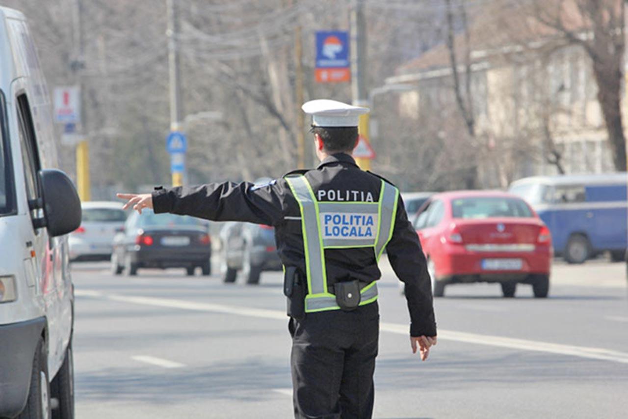 Caz halucinant in Vrancea. Un sofer a fost amendat pentru ca a murdarit carosabilul cu noroiul de pe strada