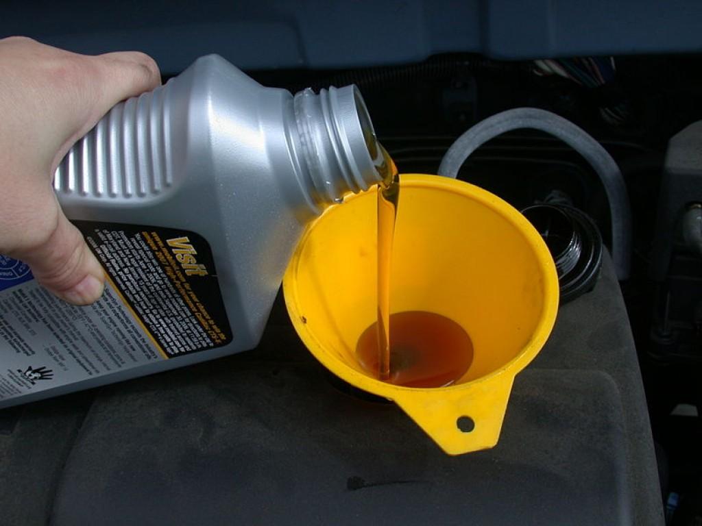 Cat de des trebuie sa verificam nivelul de ulei la masina noastra?