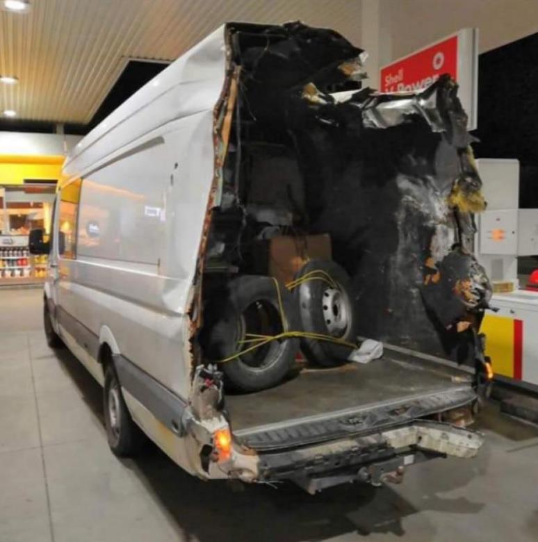 Dupa un accident in Ungaria, un roman si-a peticit masina si a venit cu ea pe roti pana la Buzau