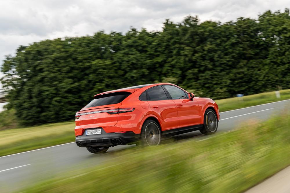 Rezultate pe primul semestru: Porsche si-a crescut veniturile din vanzari cu noua procente