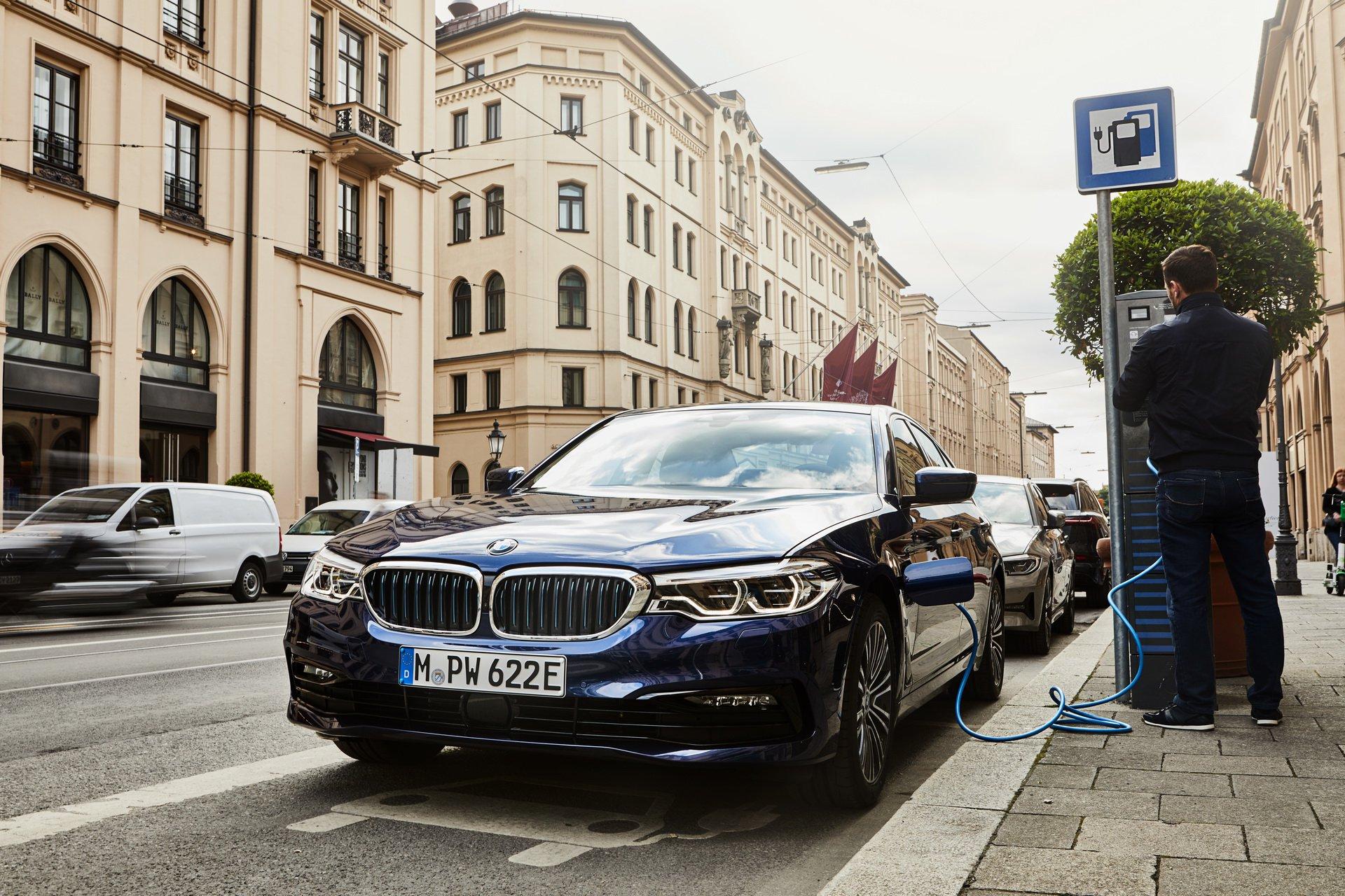 Imbunatatiri pentru BMW 530e: baterii mai performante si consum redus de combustibil