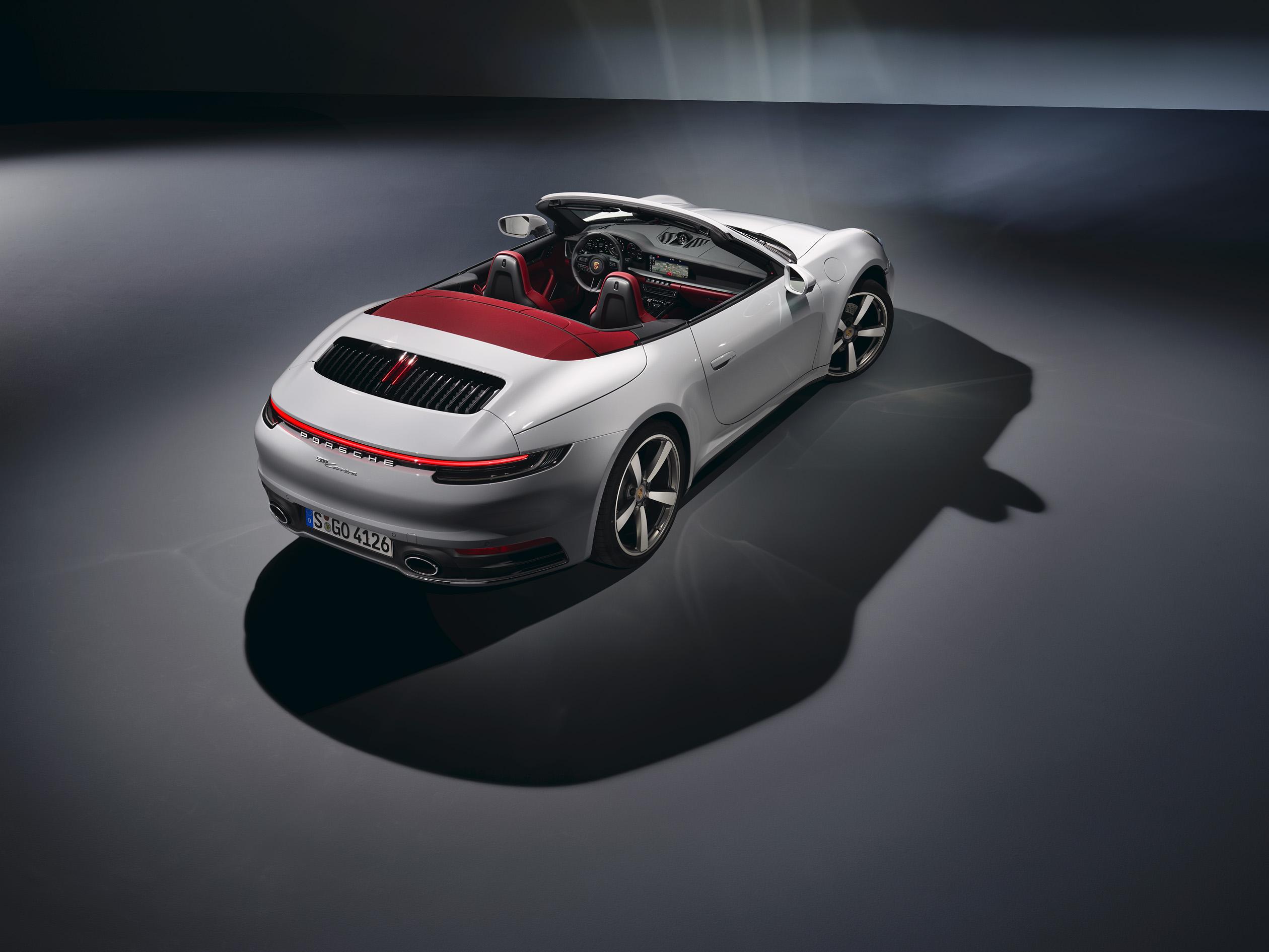 Porsche lanseaza noile 911 Carrera Coupe si 911 Carrera Cabriolet