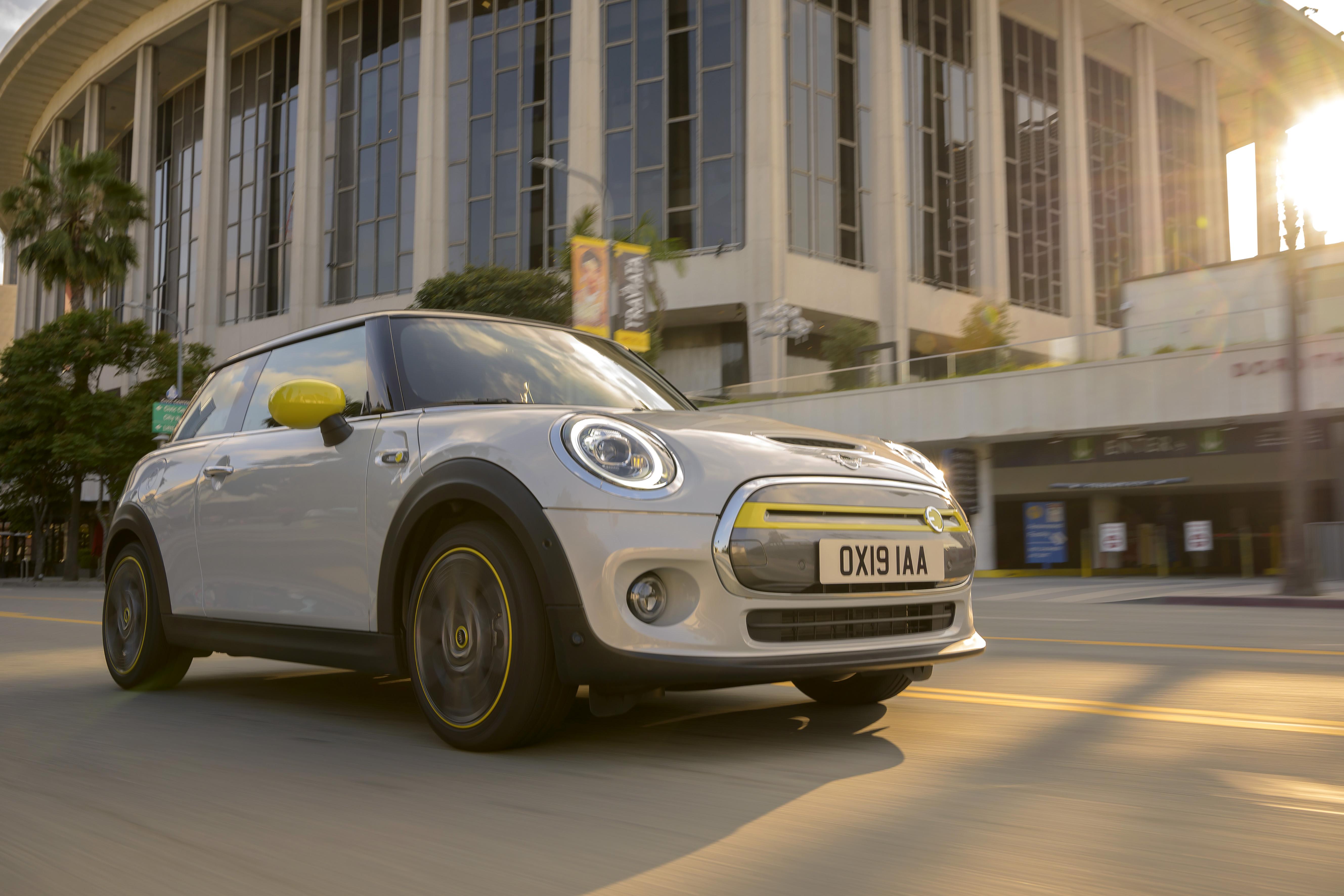 Electric! Start precomenzi MINI Cooper SE in Romania