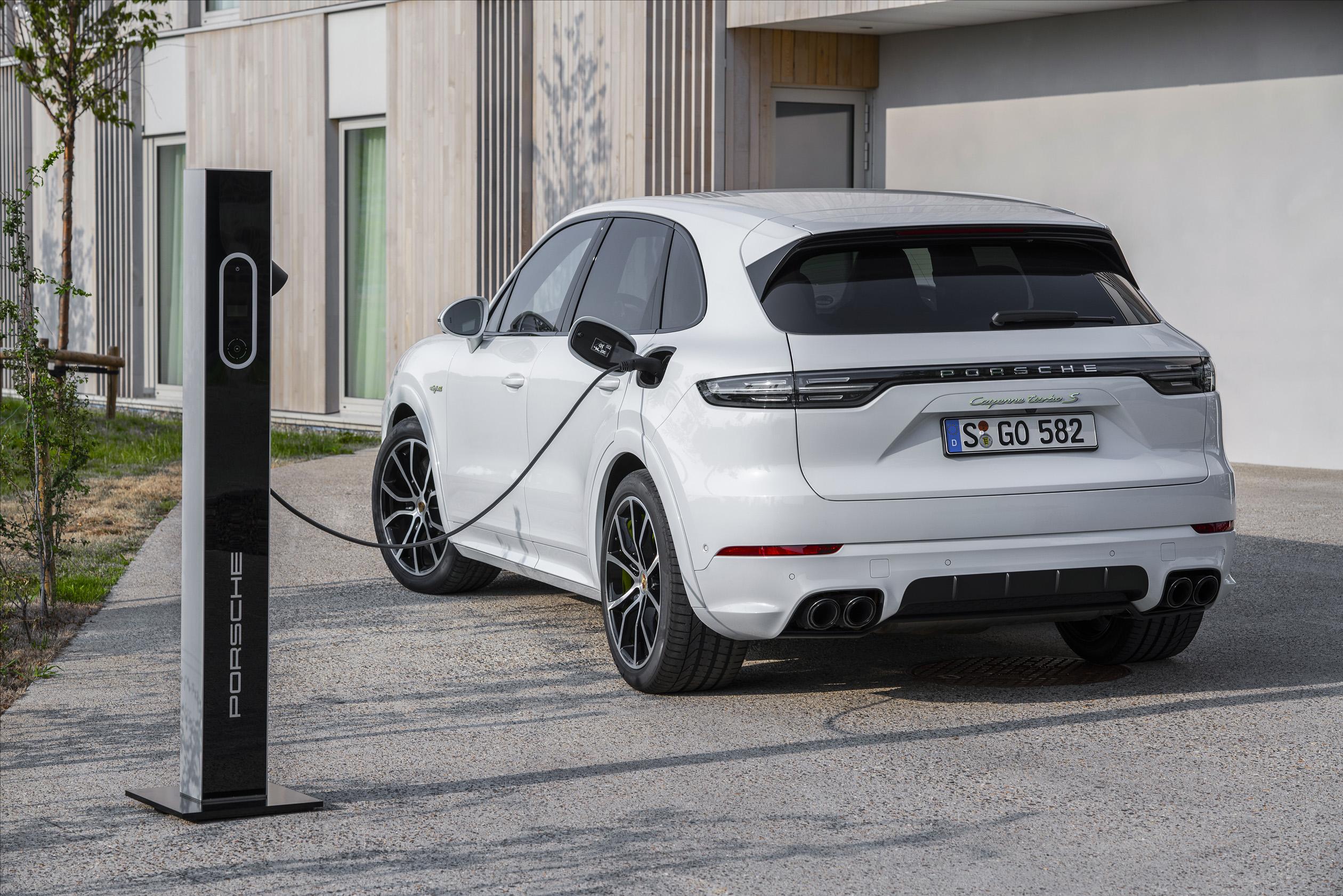 Cel mai puternic Porsche Cayenne este un hibrid plug-in