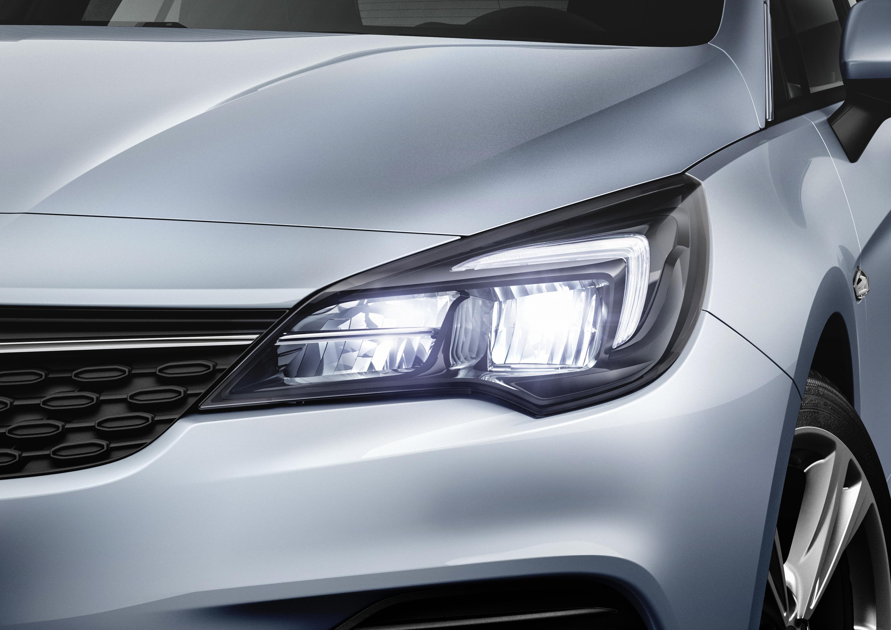 Eficienta de top: noul Opel Corsa si noul Opel Astra sunt echipate cu faruri LED cu consum redus de energie