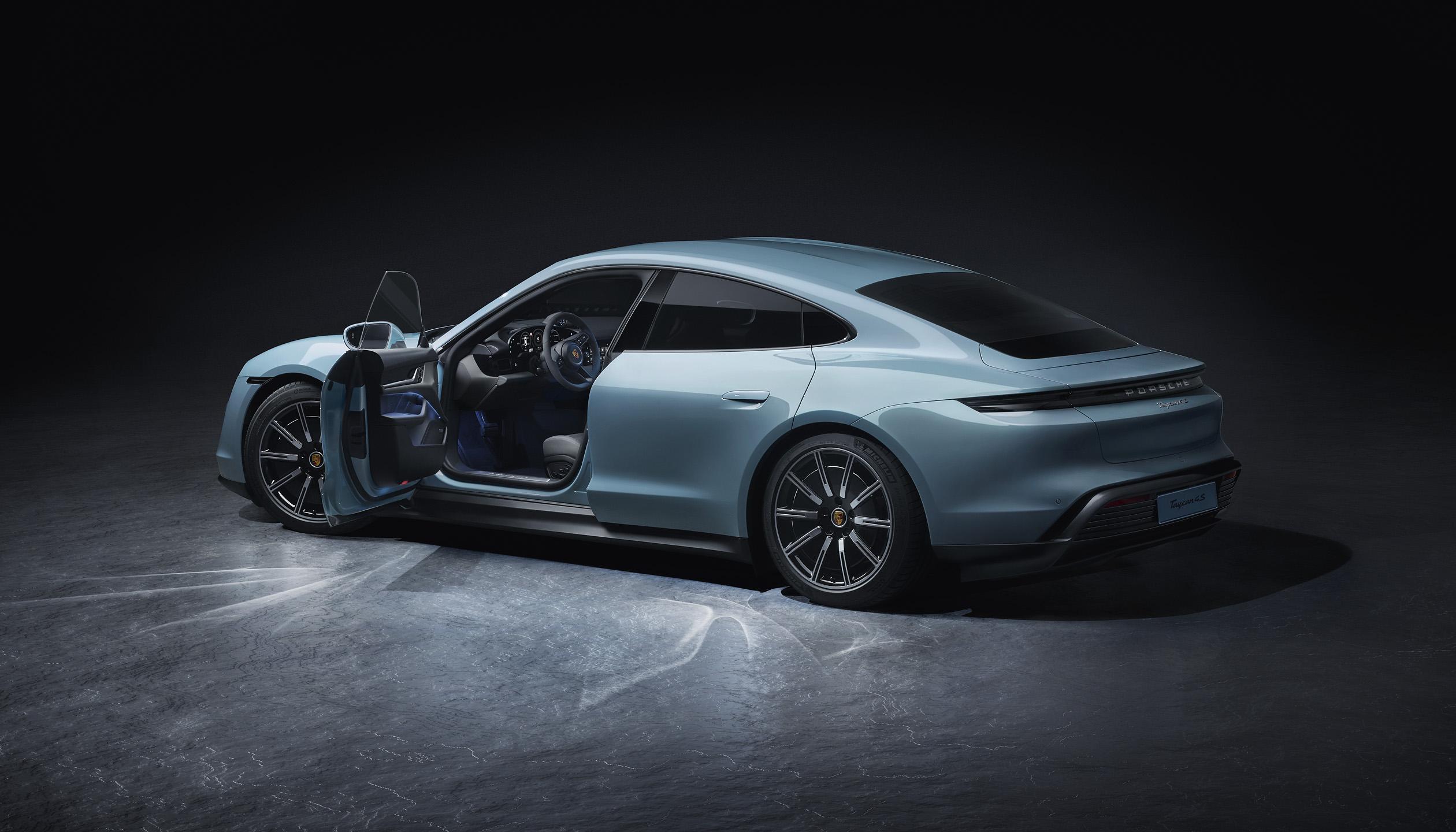 Porsche extinde gama de modele de masini sport electrice cu Taycan 4S